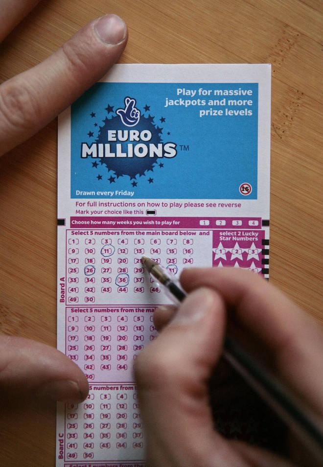 Euromillions xổ số Pháp và xổ số hàng triệu của tôi (5 из 50 + 2 của 12)