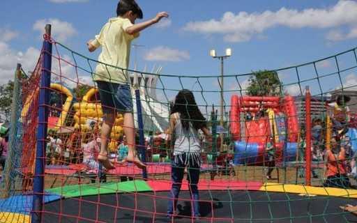 Por que o brasil comemora o dia dos pais em agosto? - bbc news brasil