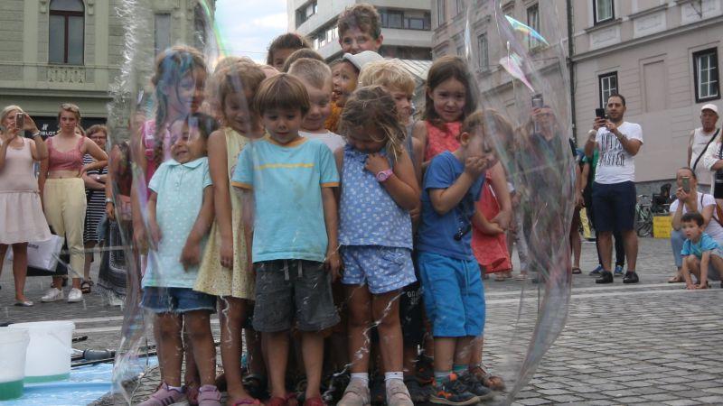 Por que o brasil comemora o dia dos pais em agosto?